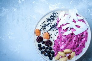 purple berry smoothie bowl