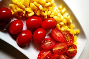 Salad with tomatoes and corn