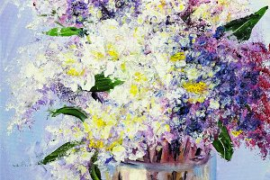 Bouquet of lilac in vase