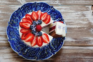 Mousse cake with berries