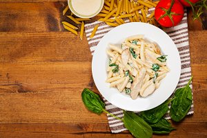Chicken Alfredo Pasta with Spinach