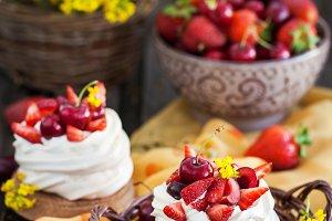 Summer Pavlova meringue cakes