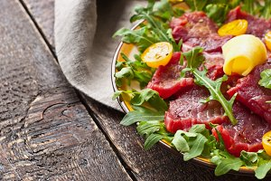 Carpaccio and arugula, tomatoes