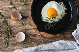 Scrambled eggs in an iron pan