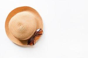 hat beach and sunglasses mockup