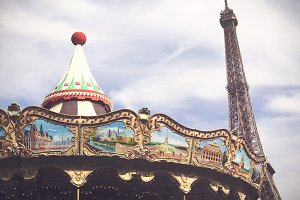 Vew of carousel an the Eiffel Tower