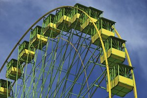 Ferris wheel in green