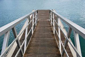 Metallic pier