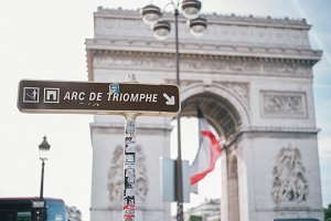 Sign of Arc de Triomphe