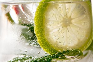 Fresh gin tonic and lime, detail