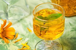 Herbal tincture with calendula