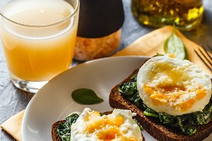 Healthy sandwich with spinach and poached eggs