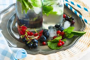 Detox summer lemonade with berries