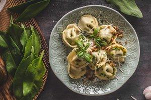 Stuffed Tortellini garlic and spinach