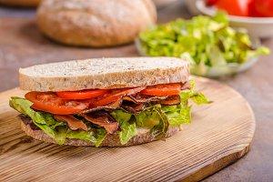 BLT sandwich with lettuce