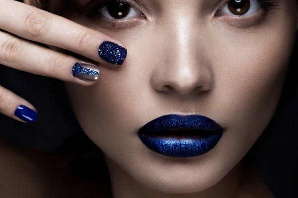 Beautiful girl with art make-up, da…