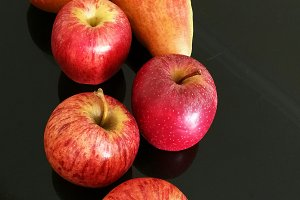 Pears and red apples