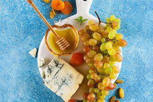 Ripe grapes, gorgonzola cheese