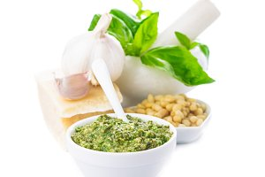 Pesto sauce ingredients