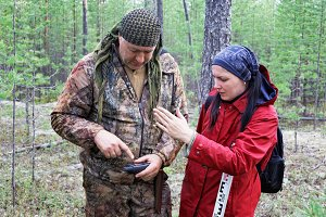 Scientists in the forest guided by GPS