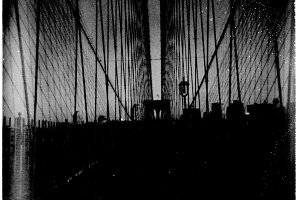 Brooklyn Bridge. Holga, polaroid.