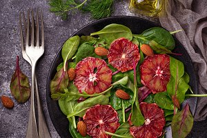 Salad with bloody oranges