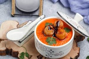 tomato soup with scallops