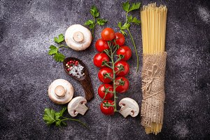 Pasta, tomatoes and mushrooms