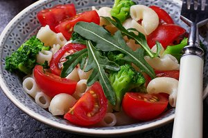 Salad with pasta and tomato