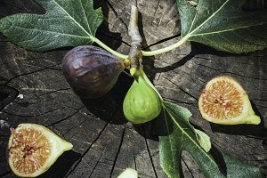 Figs and leaves on wood