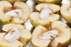 apples with sugar and cinnamon