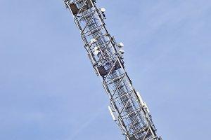 Tall telecommunication antenna