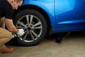 Changing modern car wheel