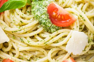 Spaghetti with green pesto