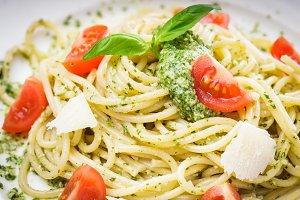 Spaghetti with green pesto