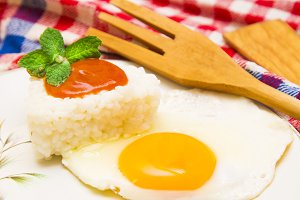 rice with eggs and tomatoes