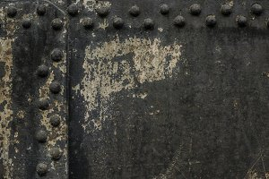 Metal wall with rivets