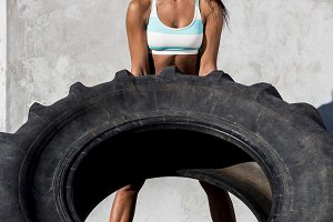 Beautiful girl do crossfit training.