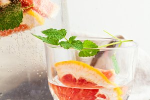 water,grapefruit,mint