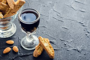 Italian cantuccini cookies and wine