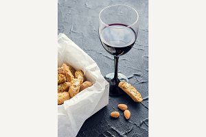 Italian cantuccini cookies and red wine