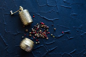 Vintage pepper mill and peppercorns