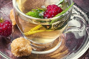 Berry tea with raspberries