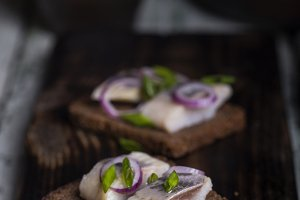 snack of rye bread, herring and onions