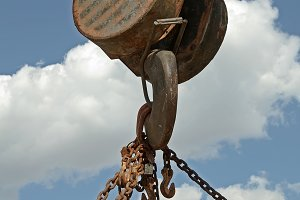 Lifting hook with chains