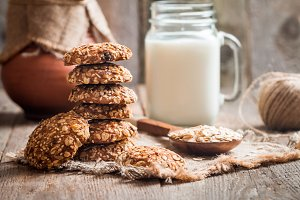 Oatmeal cookies with milk