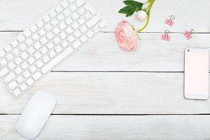 Mock up female desktop
