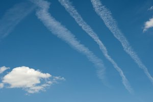 Traces of planes in the sky