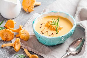 Mushroom cream soup with chanterelles