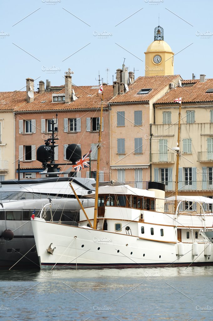 Anchored Yacht in St. Tropez - Architecture